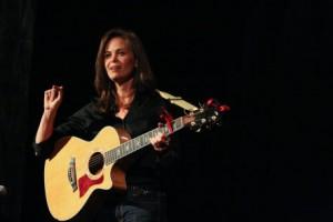 Anna pic w guitar